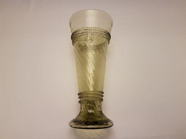 Optisch geplasener Becher 15. - 16. Jahrhundert